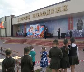 КОНЦЕРТ У ДВОРЦА МОЛОДЕЖИ